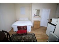Studio flat in Catherine Gardens, HOUNSLOW, TW3