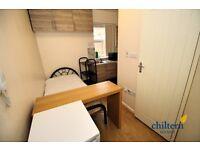 Studio flat in Crawley Road, Biscot, LU1