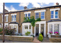 Immaculate and Contemporary 3 bedroom split level apartment on quiet residential road in East Sheen