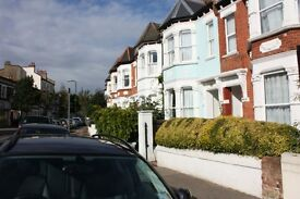 Studio flat in Donaldson Road, Queens Park, London, NW6