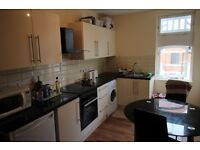 2 bedroom flat in High Street, , Acton, W3