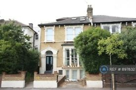 1 bedroom flat in Evering Road, London, E5 (1 bed) (#897832)