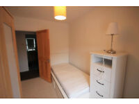 *NO AGENCY FEES TO TENANTS* Lovely bedroom in modern house share, with all bills included