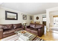 STUNNING 3 DOUBLE BEDROOM TOWN HOUSE WITH RIVERSIDE VIEWS
