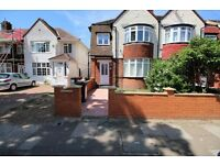 3 bedroom house in Hall Road, ISLEWORTH, TW7