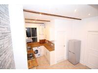 2 bedroom flat in High Street, London, SE20
