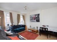 3 bedroom flat in White Square, SW4
