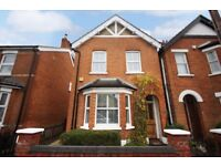 3 bedroom house in Liberty Hall Road, Addlestone, KT15