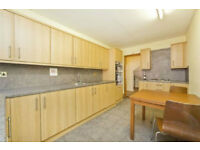 Fully furnished four bedroomed townhouse with private garden-Stylish design situated in Kings Cross
