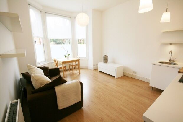 1 bedroom flat in Culmington Road, Ealing, W13