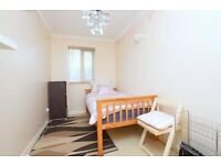 Lovely 2 bed, 2 bath first floor apartment in prime location of Beckenham with Parking 7 Garden
