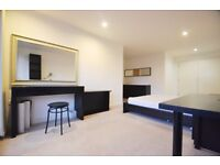 2 bedroom flat in East Carriage House, Royal Carriage Mews, Royal Arsenal, SE18