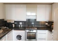 LOVELY 2 BEDROOM 2 BATHROOM FLAT TO RENT IN FELTHAM DONT MISS OUT ON IT!!!