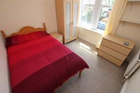 CHEAP DOUBLE ROOM AVAILABLE NOW ! STRATFORD ** CALL FOR DETAILS