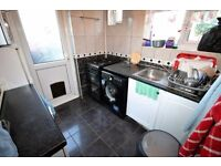 2 bedroom flat in Staines Road, HOUNSLOW, TW4