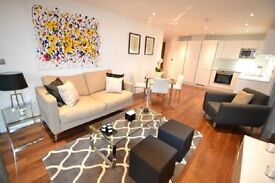 2 bedroom flat in INTERIOR DESIGNED - PROBABLY THE BEST FLAT IN THE BUILDING