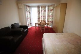4 bedroom house in FIRS DRIVE , HOUNSLOW, TW5
