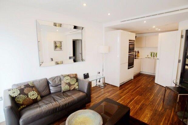 1 bedroom flat in Altitude Point 71 Alie Street, London, E1