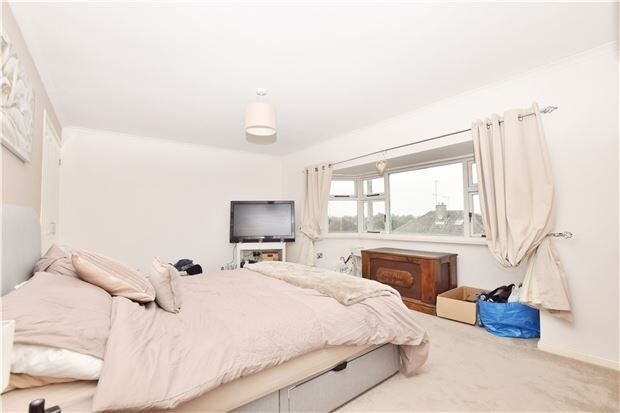 TRADIONAL DECOR REALLY WELL MAINTAINED 2 BED PROPERTY- UB7- FRESH ON THE MARKET £1325!!!