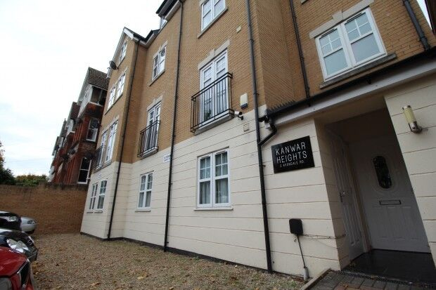 2 bedroom flat in Avondale Road, South Croydon, CR2