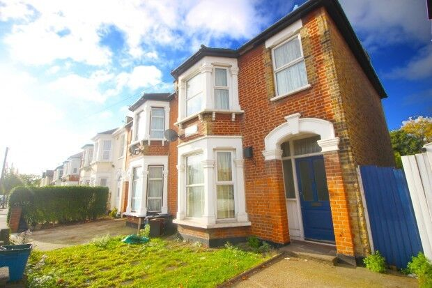 3 bedroom house in Wanstead Park Road, Ilford, IG1
