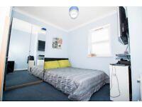 2 bedroom flat in High Street, Hounslow, TW3