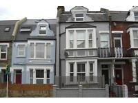 1 bedroom flat in Lower Richmond Road, Top Floor, London, London, SW15