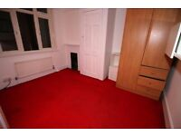 3 bedroom house in Shaftesbury Avenue, FELTHAM, TW14