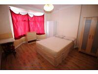 Studio flat in Sandycombe Road, FELTHAM, TW14