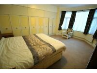 3 bedroom flat in St. Stephens Road, HOUNSLOW, TW3