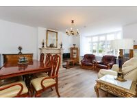 3 bedroom flat in Gunnersbury Avenue, Acton, W5