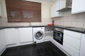 3 bedroom flat in Cowbridge Lane, Barking, IG11