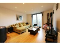 SPACIOUS TWO BEDROOM FLAT WITH BALCONY AND WOOD FLOORS IN Whytecliffe Road South, Purley, Croydon