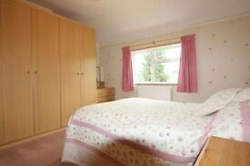 Fantastic double room available to rent 5 mins walk from Greenford station