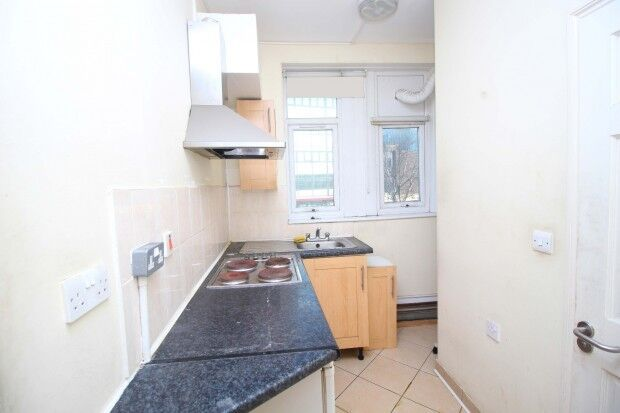 Studio flat in 10 CHAPEL ROAD, Ilford, IG1