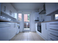 Three Double rooms available for three single persones in Putney, 7min walk to Barnes and Putney