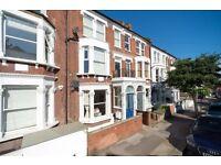 3 bedroom flat in Leathwaite Road, London, SW11