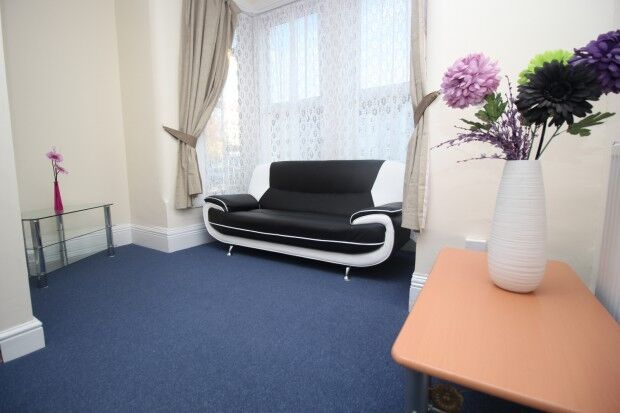 2 bedroom flat in Courtland Avenue, Ilford, IG1