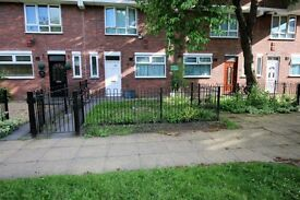 3 bedroom flat in Estridge Close, HOUNSLOW, TW3