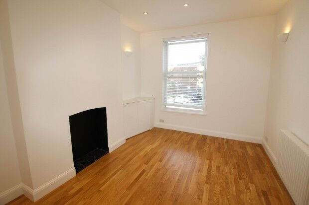 2 bedroom flat in Malvern Road Malvern Road, London, NW6