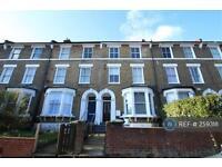 3 bedroom flat in Endwell Road, London, SE4 (3 bed)