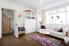 A lovely double bed room in Harrow-Wembley-Kenton Area