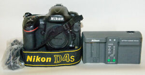 Nikon D4S, 32GB CF card and the book - EXCELLENT CONDITION!