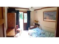 Lovely garden room in Finchley. Short or long term