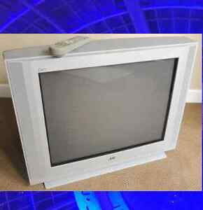 "Flat Glass 32""TV Perfect for Cottage, Retro Gamers, Daily Use"