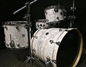 dw drums performance series drums sets 3p 22 12 16f white marine pearl kit new ebay. Black Bedroom Furniture Sets. Home Design Ideas