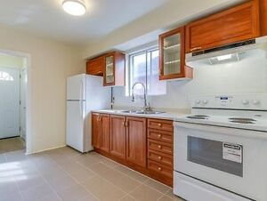 Bungalow House 6 km from Bloor & Younge