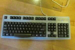 FREE: computer keyboard, good condition.