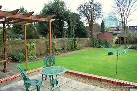 Stunning one double bedroom top floor flat with shared garden. The property benefits from ...