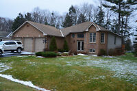 Upgraded luxurious 5 bedrooms 3 baths house in Wasaga Beach